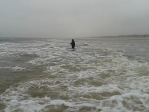 Bjarke i fight med bølgerne